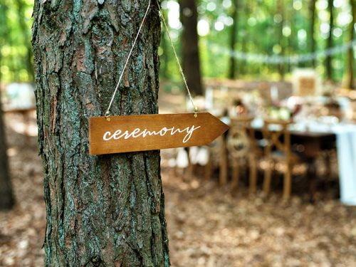 Drewniany drogowskaz Ceremony
